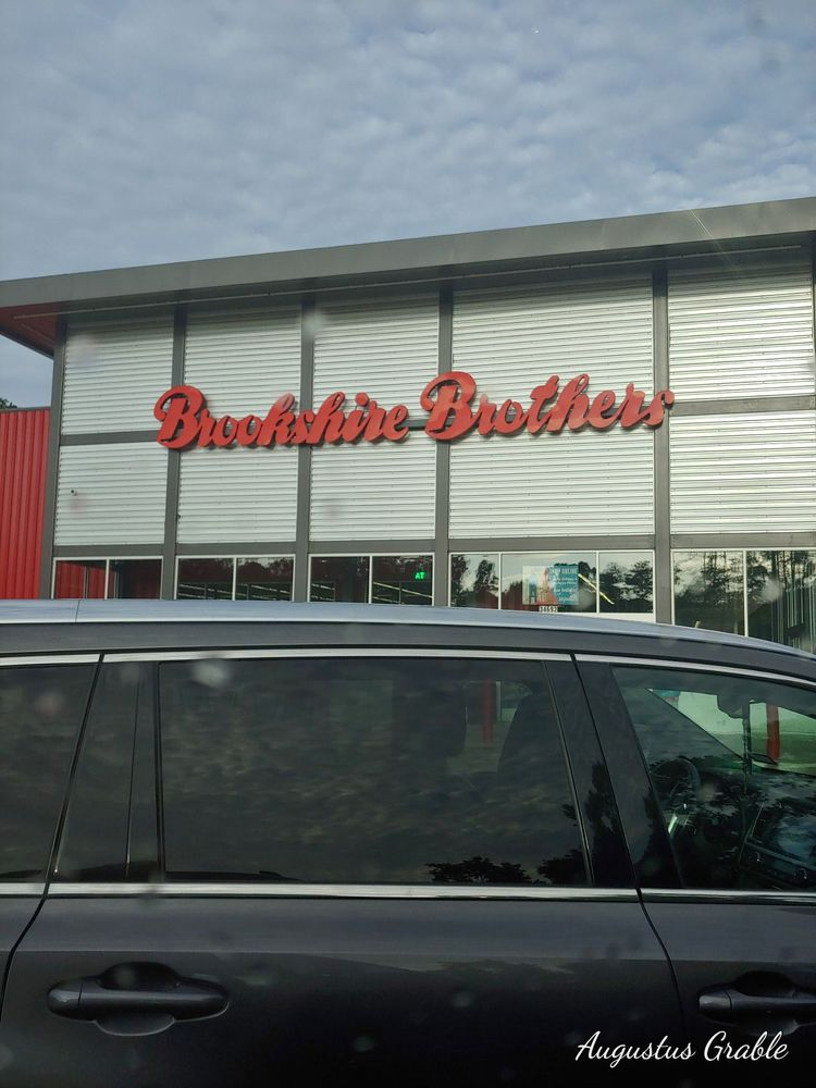 Brookshire Brothers: 34692 US Hwy 96 S, Buna, TX