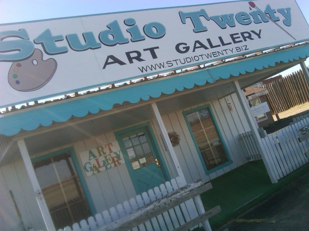 Studio 20: 887 E Interstate 20, Colorado City, TX