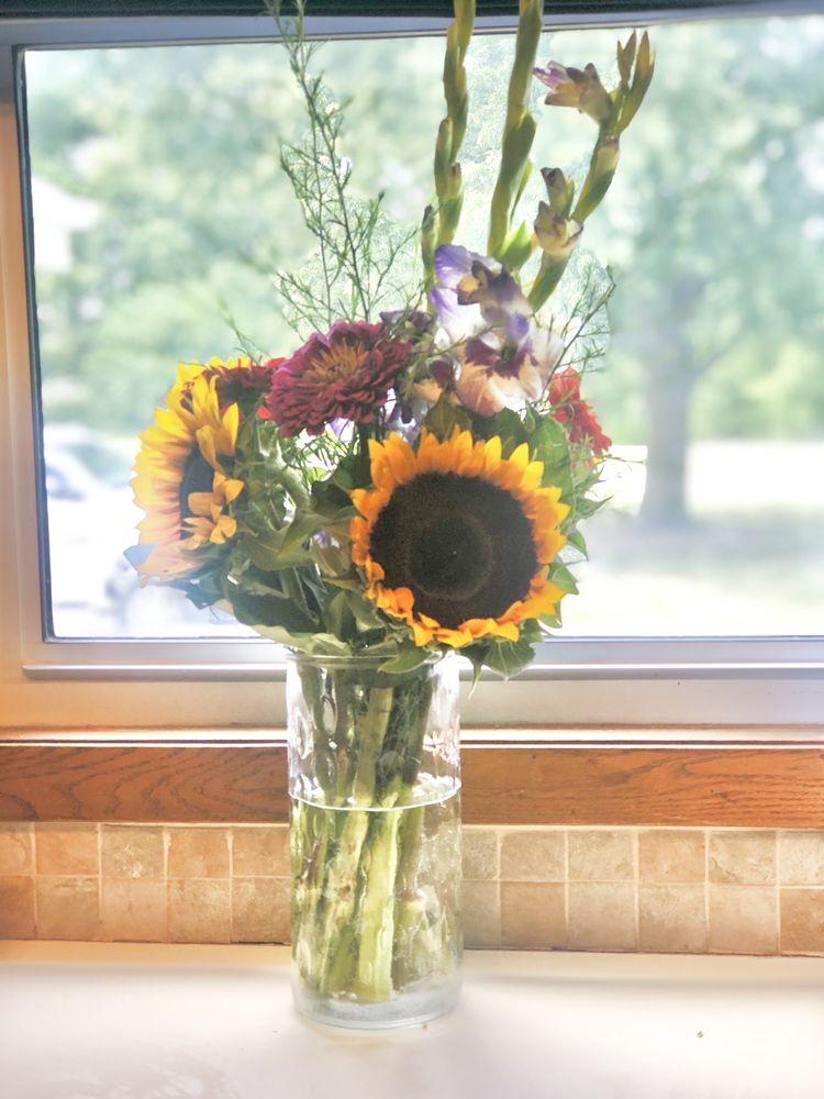 Lu's Flowers and Vegetables: 2256 Rosedale Rd, Fremont, NE
