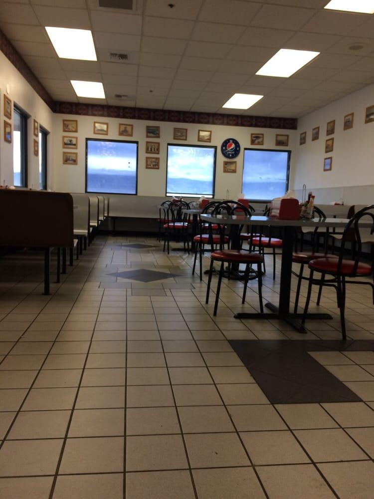 Cougar Den Restaurant: 620 Signal Peak Rd, White Swan, WA