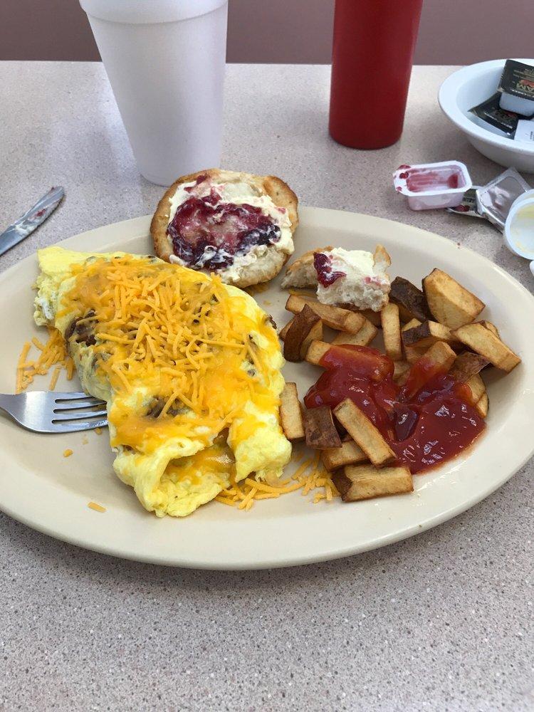 Gaylyn's Diner: 322 Village Rd NE, Leland, NC
