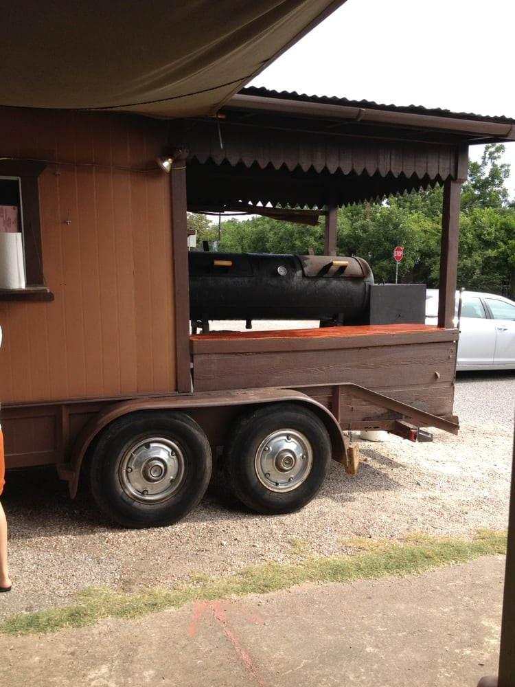 Double FF BBQ: 540-698 Farm To Market 1704, Elgin, TX