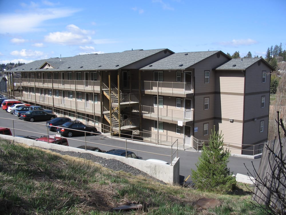 Grandview Park apartments are located on the Maple Street ...