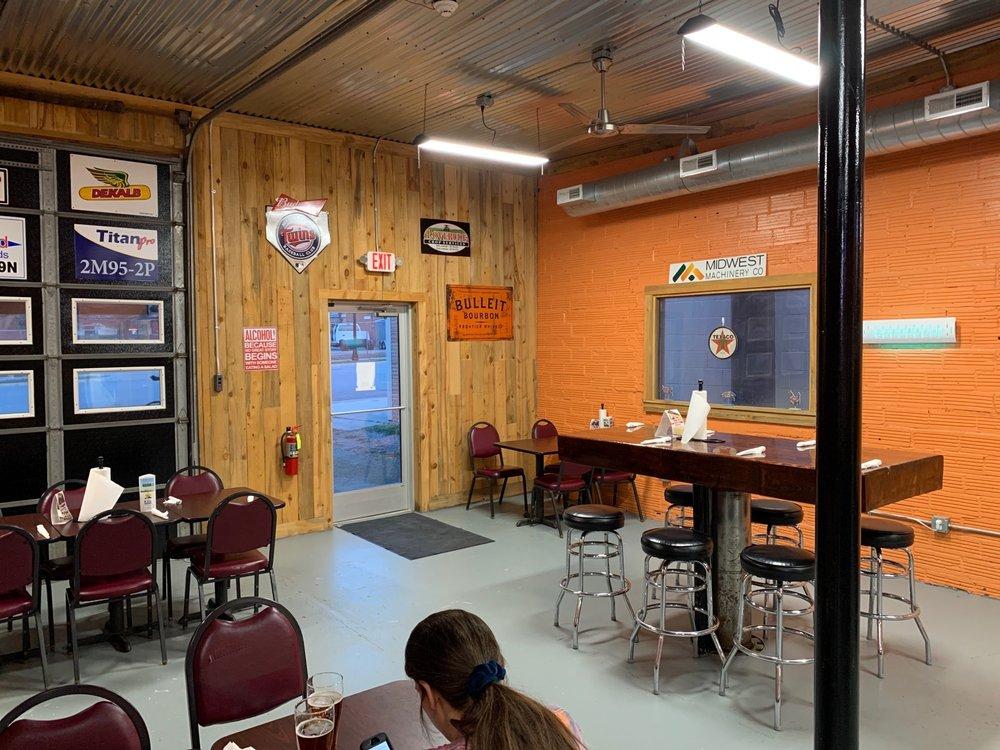 Black Cherry Smokehouse: 10 Lincoln Ave W, Fairfax, MN