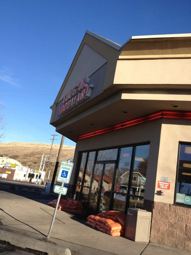 Cougar Foodmart: 804 N Main, Colfax, WA