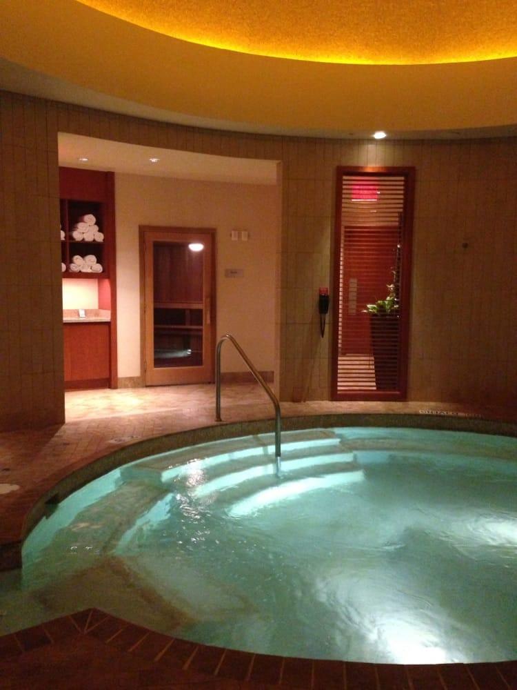 D tour spa 14 reviews day spas 2901 grand river ave for Salon rochepinard tours
