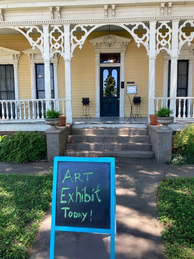 Searcy Art Gallery: 300 E Race Ave, Searcy, AR