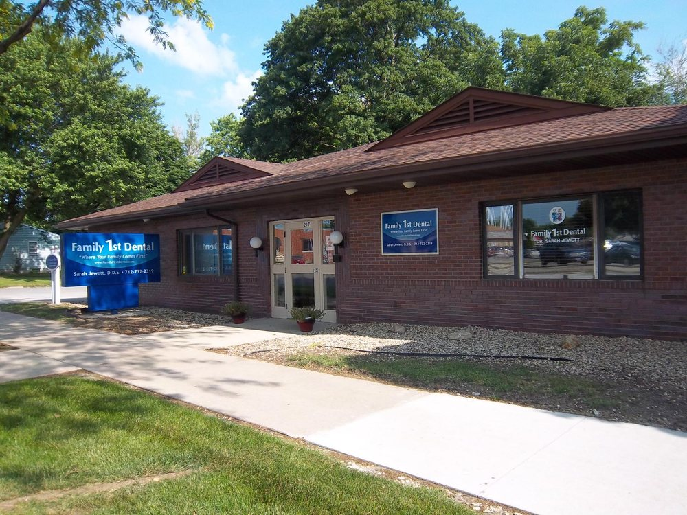 Family 1st Dental of Storm Lake: 217 W 6th St, Storm Lake, IA
