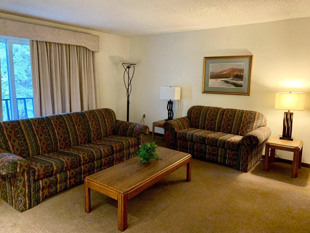 Wedgewood Resort: 212 Wedgewood Dr, Fairbanks, AK