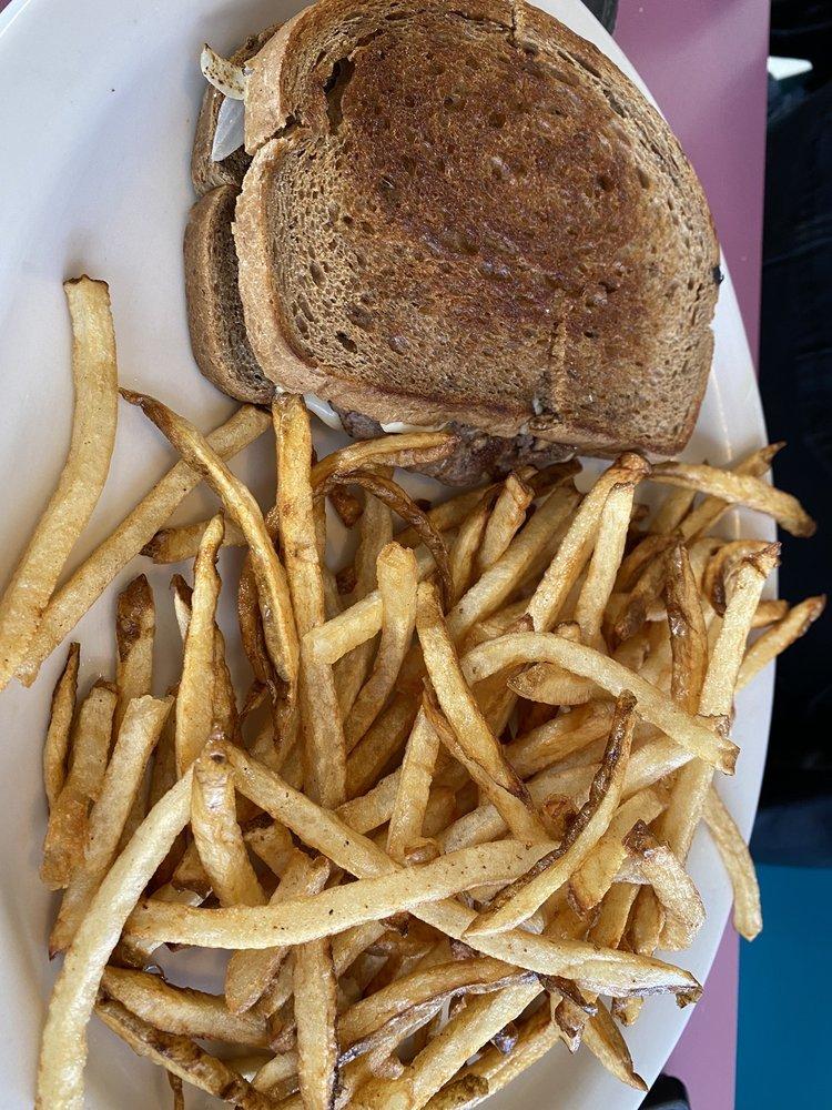 Kountry Kitchen Grille: 2604 West Main St, Clarksville, AR