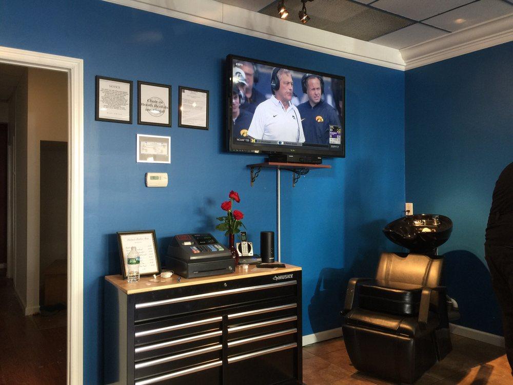 Ruben's Barber Shop: 247 Main St, Chatham, NJ
