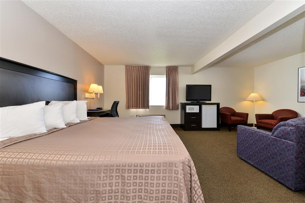 Americas Best Value Inn & Suites Stuart: 203 SE 7th St, Stuart, IA