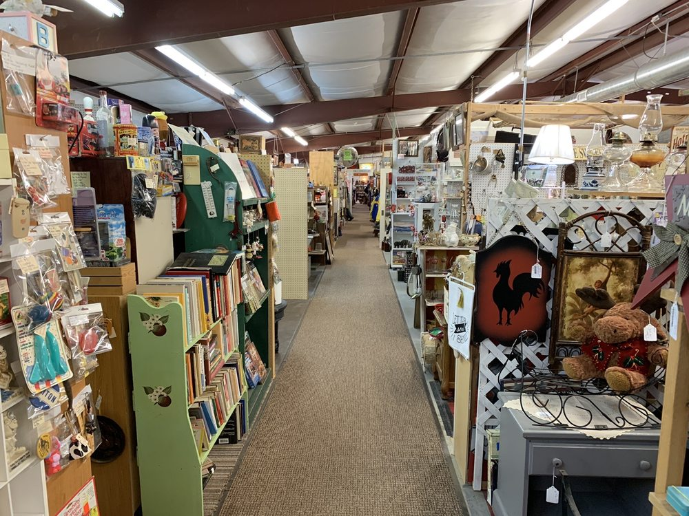 I-29 Antiques & Collectibles Mall: 46990 271st St, Sioux Falls, SD