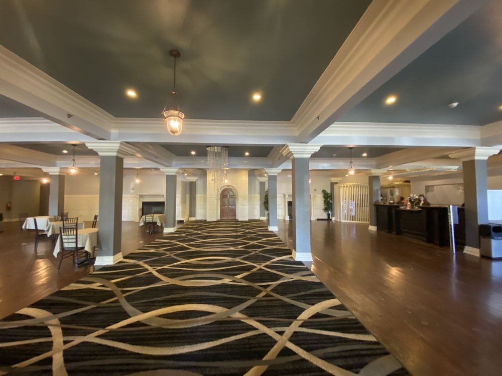 Niagara Crossing Hotel & Spa: 100 Center St, Lewiston, NY