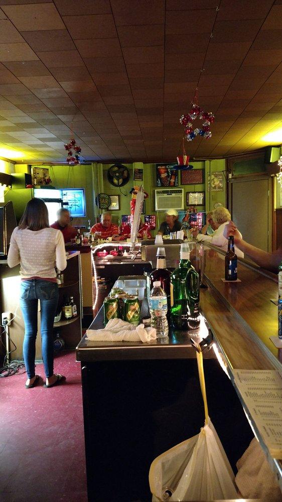 James'cafe: 524 E Pine St, Shamokin, PA