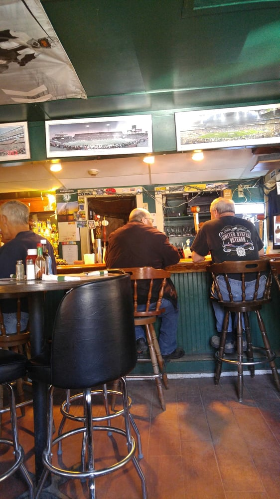 Listons Bar & Grill: 324 Old North Rd Rte 143, Worthington, MA