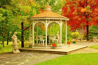 Royal Oaks: 45 Royal Oaks Ln, Lyndhurst, VA