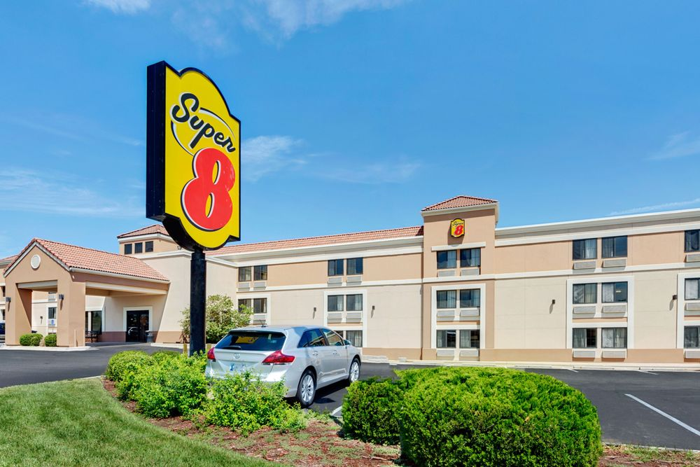Super 8 by Wyndham Wichita East: 8220 E Kellogg, Wichita, KS