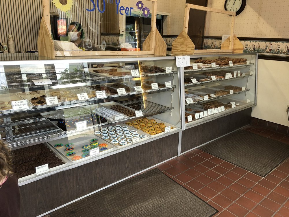 Squire Shoppe Bakery: 511 Lake Ave, Ashtabula, OH