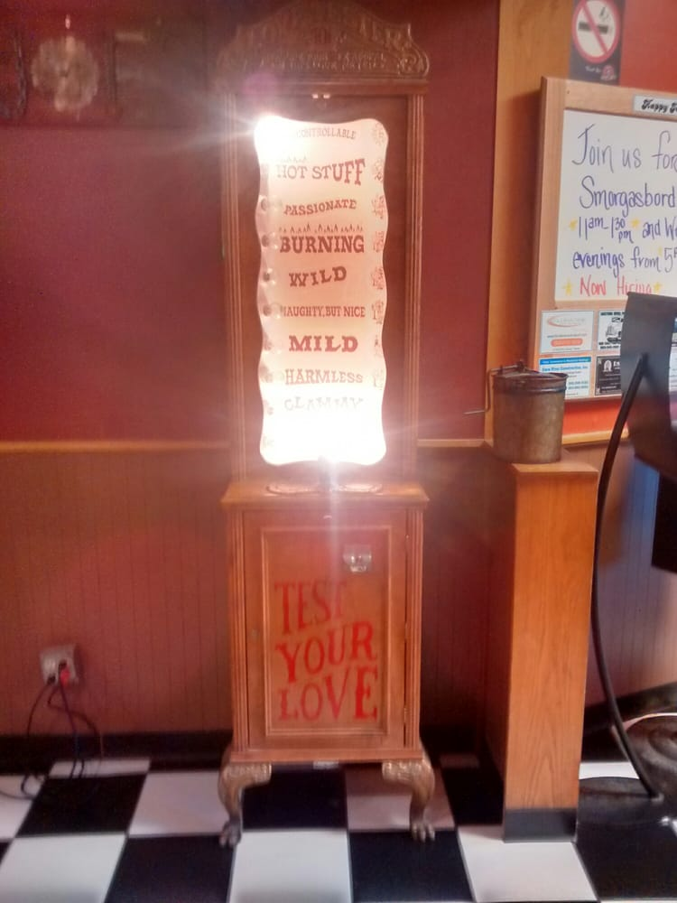 Happy Joe's Pizza: 408 S 1st St, Clinton, IA