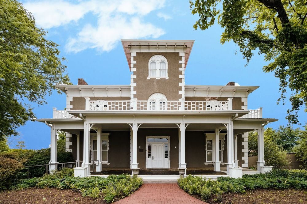Peel Mansion Museum: 400 S Walton Blvd, Bentonville, AR