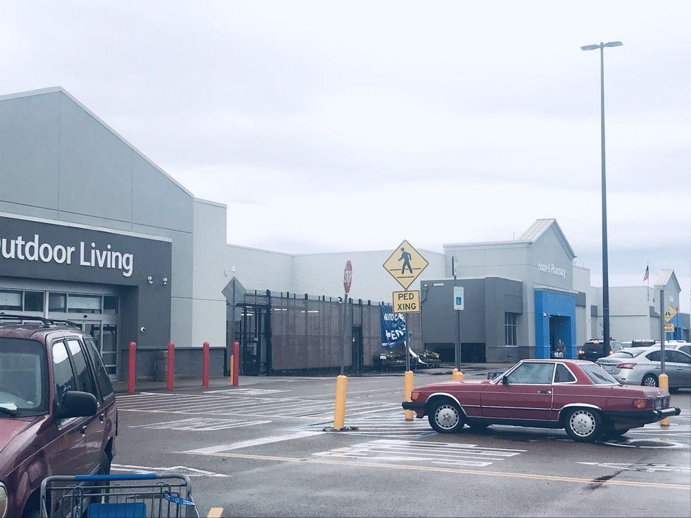 Walmart Supercenter: 2202 Hwy 82 W, Greenwood, MS