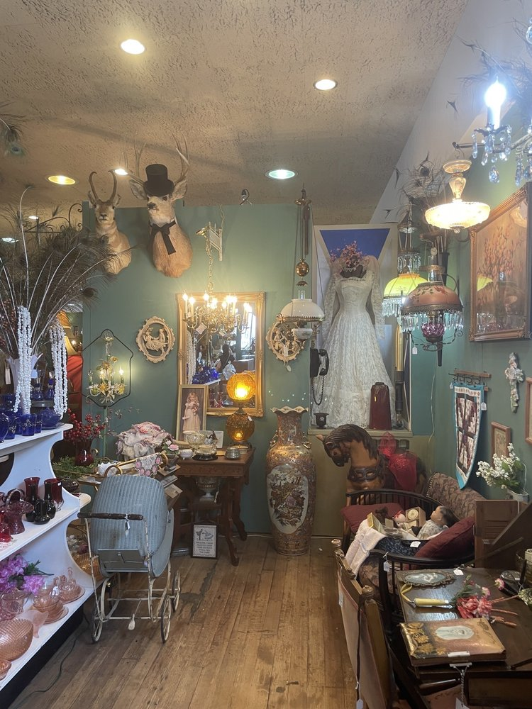 Boot Hill Antiques: 509 N 2nd Ave, Dodge City, KS