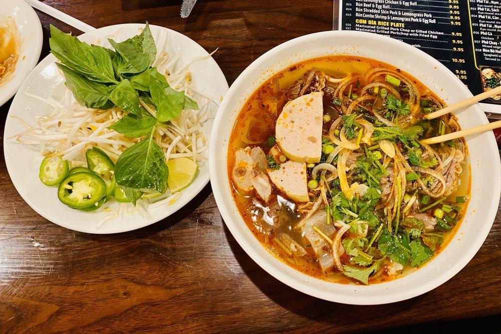 Viet Taste: 1183 S Milwaukee Ave, Libertyville, IL