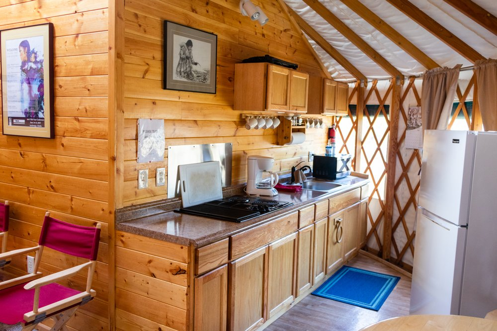 Sourdough Sue's Bear Lake Lodging: 33940 Tressler Ave, Seward, AK