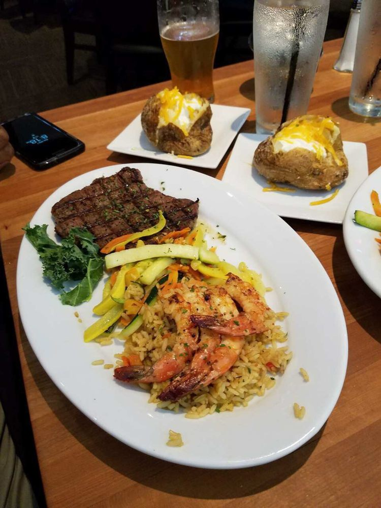 FD's Grill House: 8934 S Broadway Ave, Tyler, TX