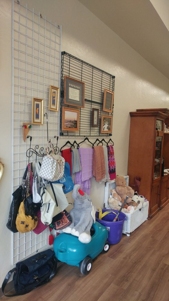 Cheryl's Thrifty Treasures: 7975 San Miguel Canyon Rd, Prunedale, CA