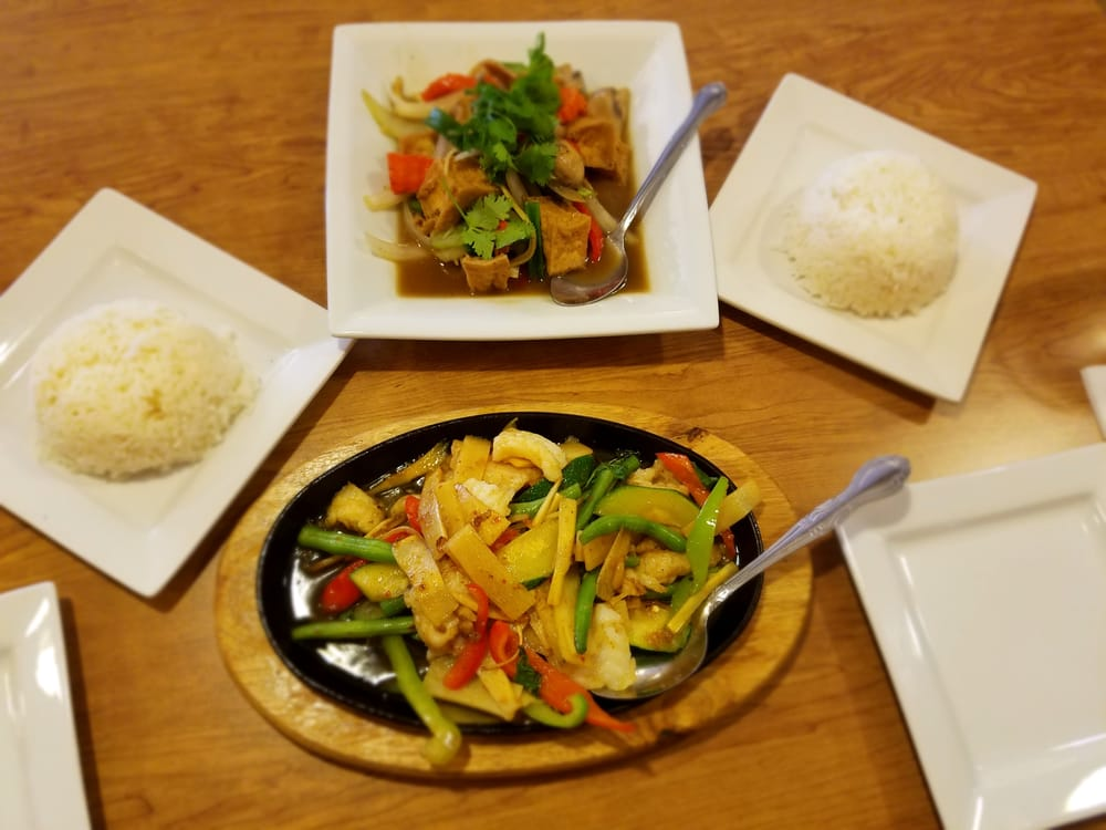 Thai Spoon Restaurant: 7750 Palm Ave, Highland, CA