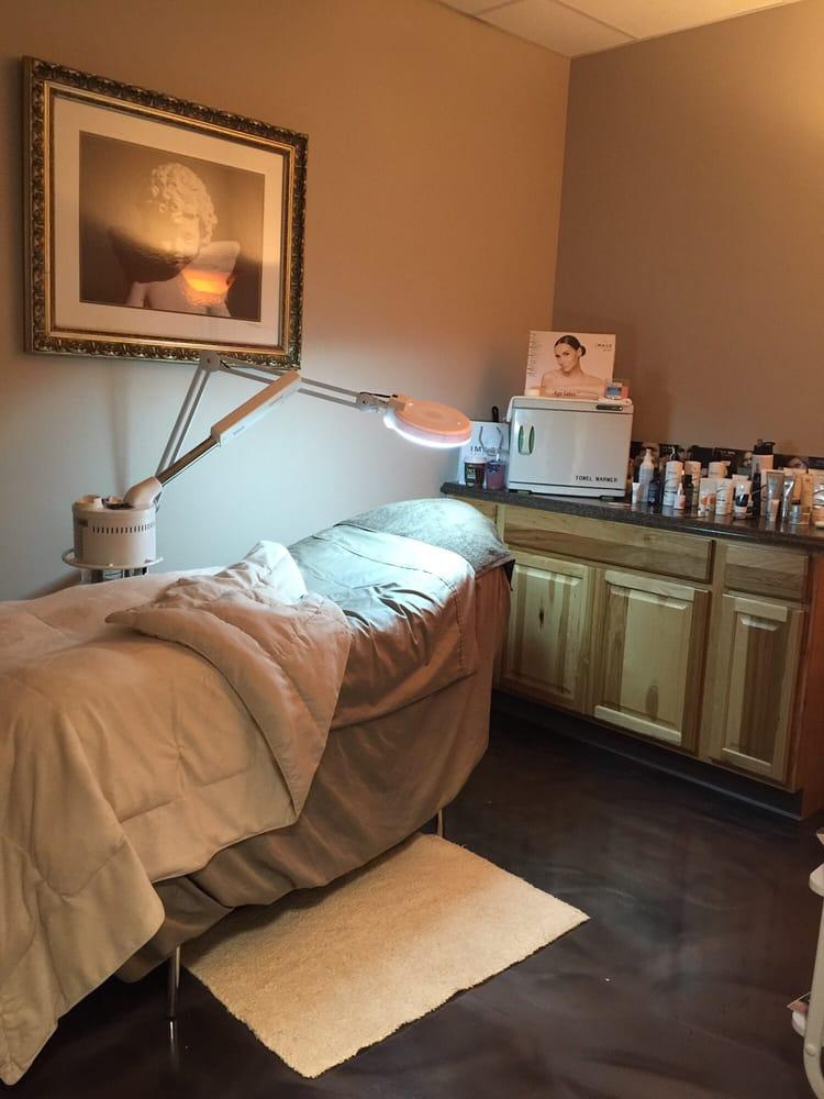 The Oaks Salon & Studio: 20 Shaner Dr, Bridgeport, WV