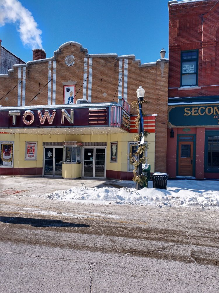 Town Theatre: 1029 N 2nd St, Chillicothe, IL