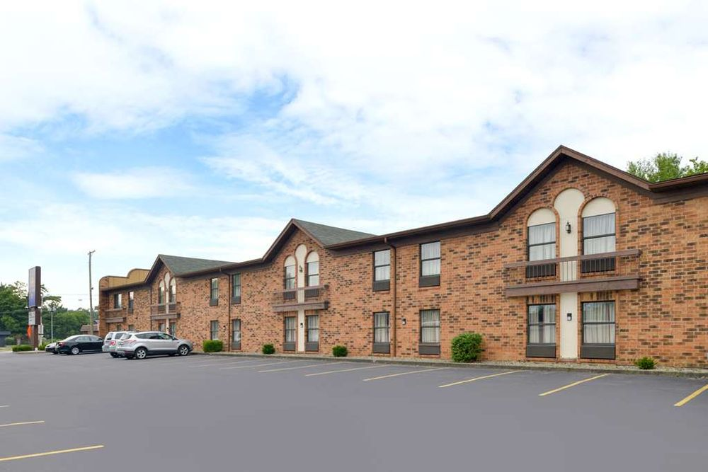 Americas Best Value Inn South Bend at Notre Dame: 425 North Dixie Way, South Bend, IN