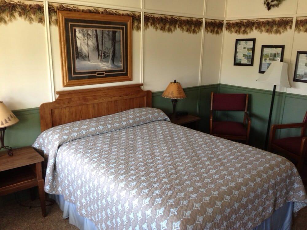 North Coast Inn & Chalets: 26 West Bayfield, Washburn, WI