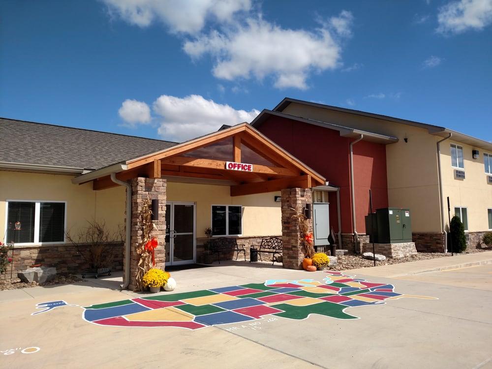 Lake Cove Hotel: 13277 Freeway Ln, Whittington, IL