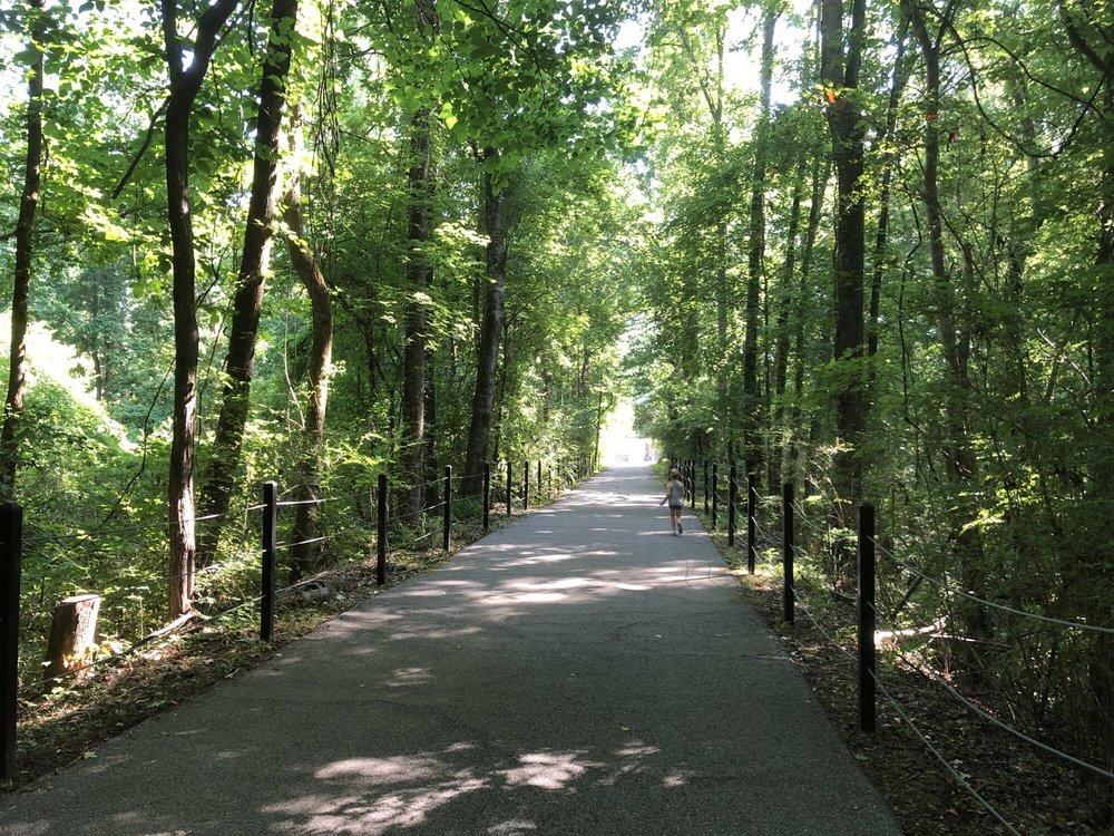 Hillsboro Trail: Hillsboro Pkwy, Helena, AL