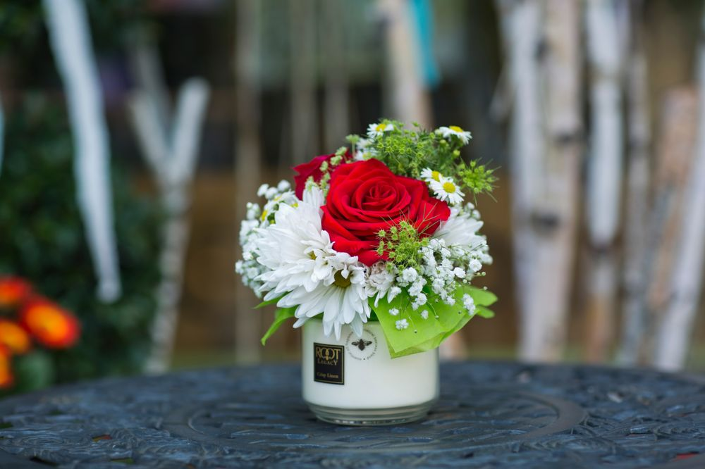 Gia Bella Flowers and Gifts: 133 East Chestnut, Burlington, WI