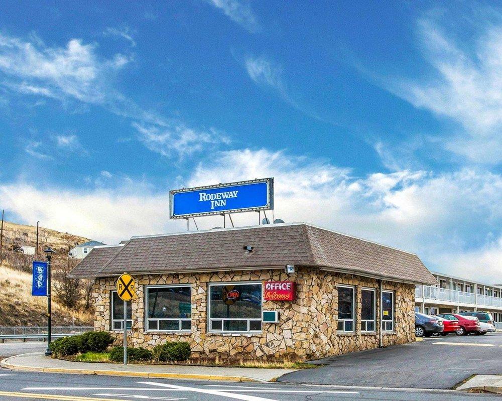 Rodeway Inn: 410 Beech St, Arlington, OR