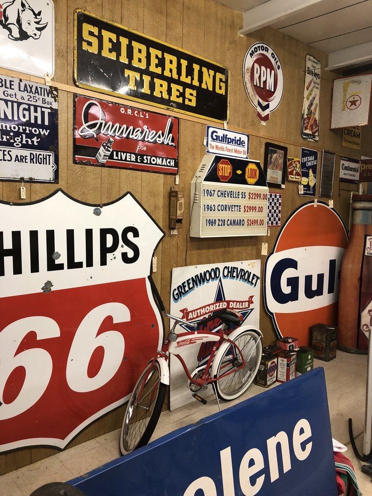 Wagon Wheel Antiques: 258 Anderson Cir, Alto, GA