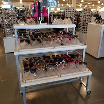 3175d4b3729 Nordstrom Rack The Markets at Town Center - 77 Photos   35 Reviews ...