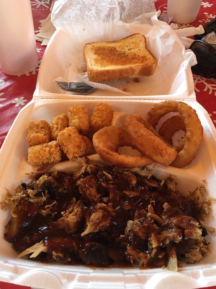 Food from Mo-Mo's Bar-B-Q