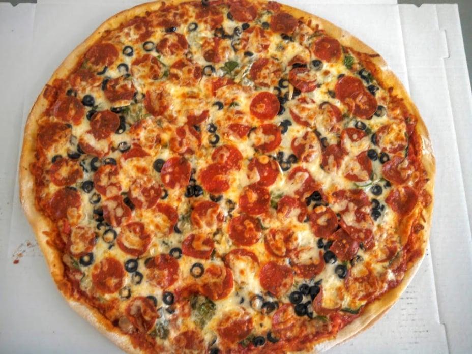 The Pizza Pit: 906 Main St, Ashton, IL