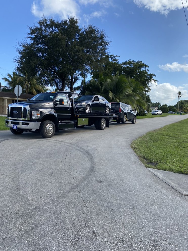 Towing business in Hallandale Beach, FL