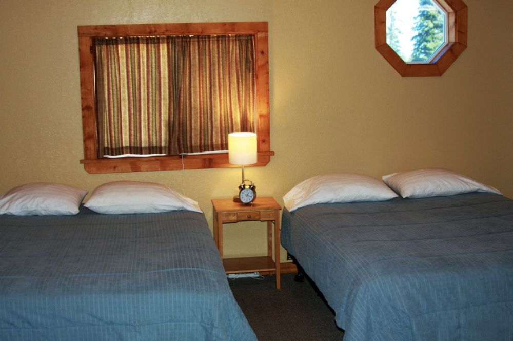 Sleepy Bear Cabins: 34053 N Fork Rd, Anchor Point, AK