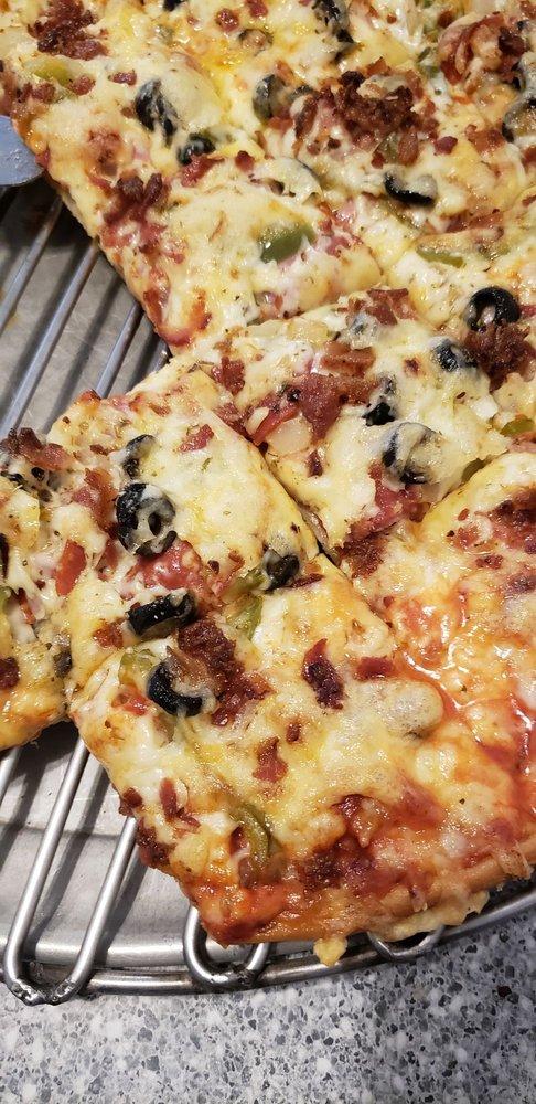 Calgaro's Pizza: 104 S Maple St, Cole Camp, MO