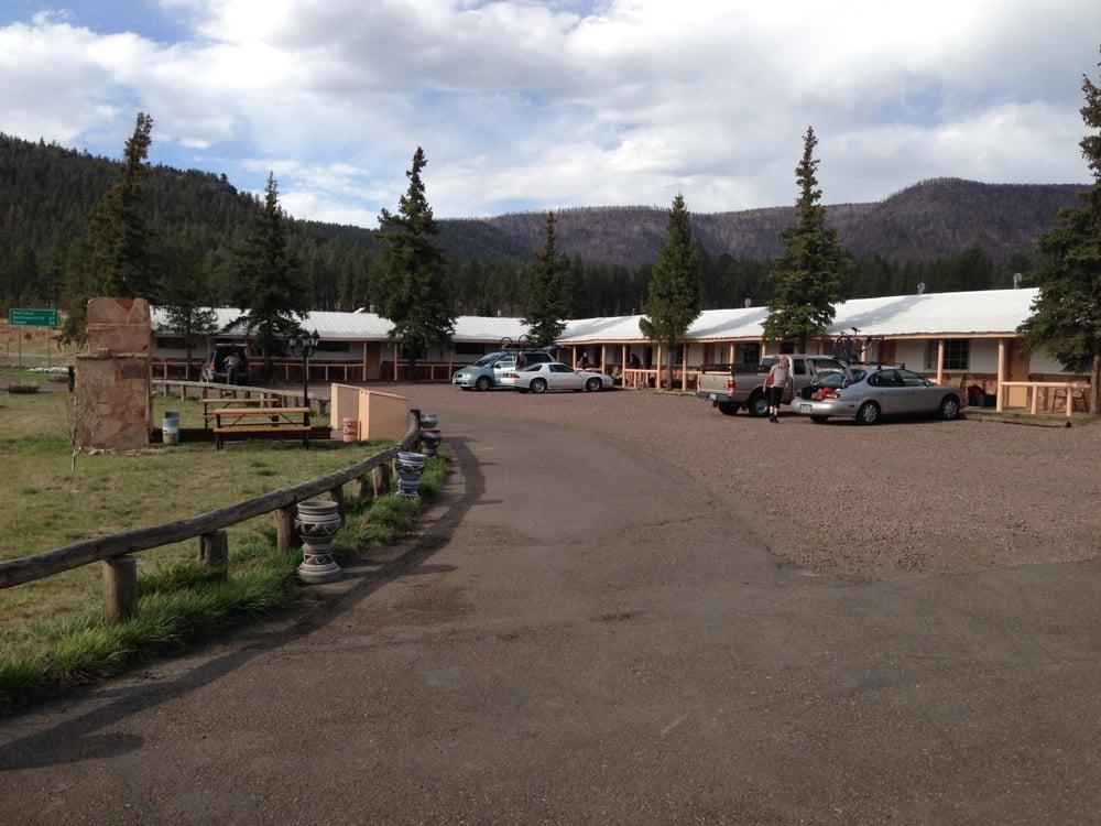 Sportsman's Lodge: 42627 Hwy 180, Alpine, AZ