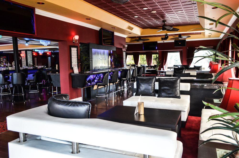 Escape Lounge & Sports Bar: 801 E Algonquin Rd, Schaumburg, IL