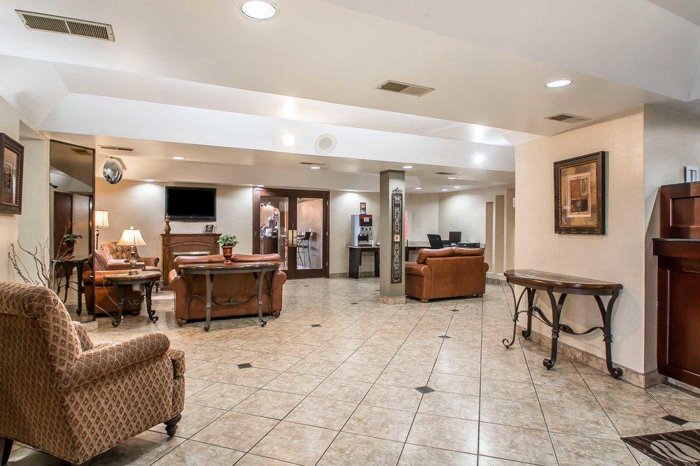 Comfort Inn & Suites: 1133 N 7th St, Rochelle, IL